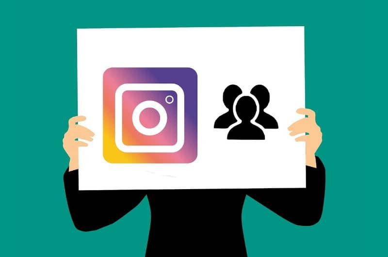 silueta deteniendo cartel instagram