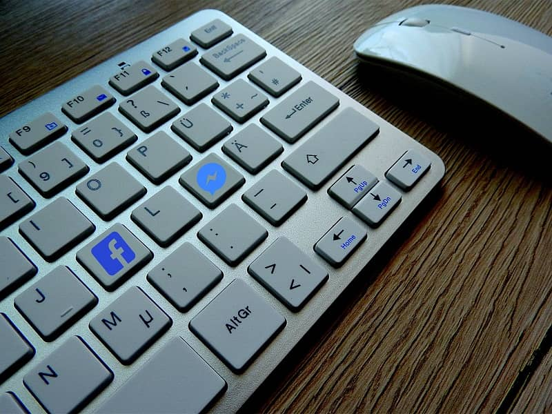 teclado con botones de facebook messenger