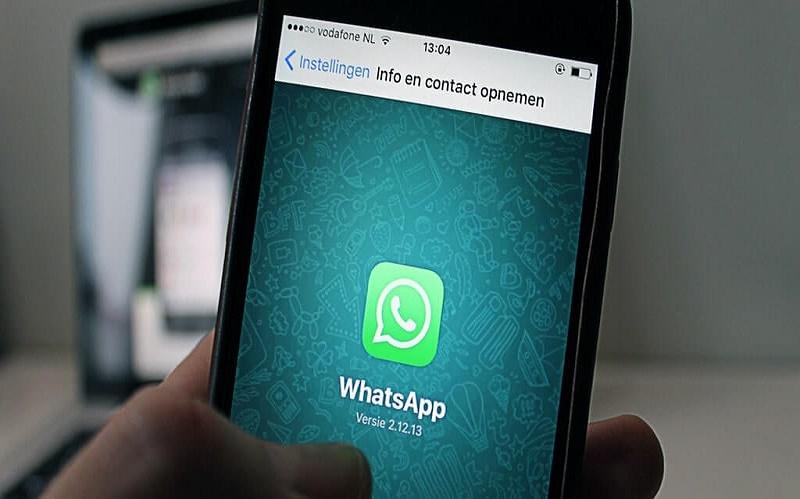 completar la descarga de WhatsApp