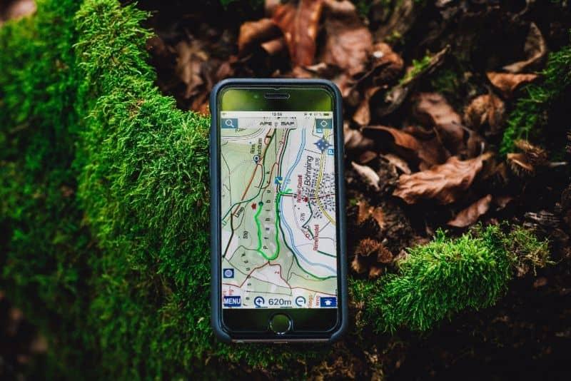 movil con mapa de ruta