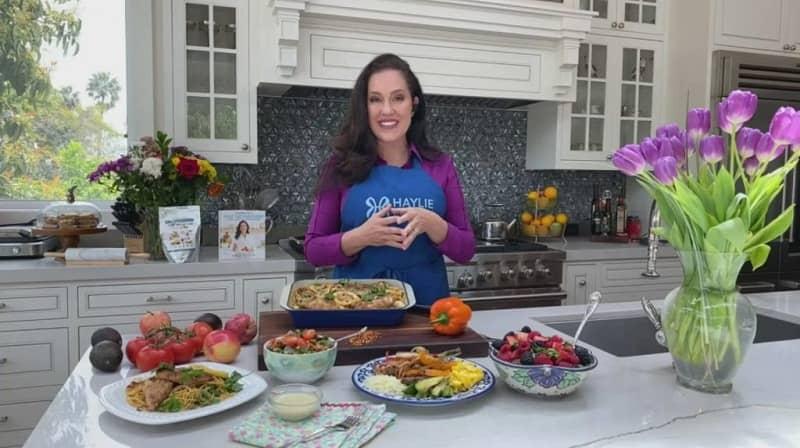 mujer con muchas recetas