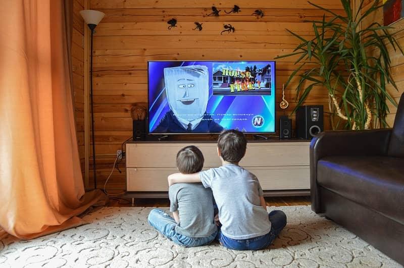 ver tv en familia