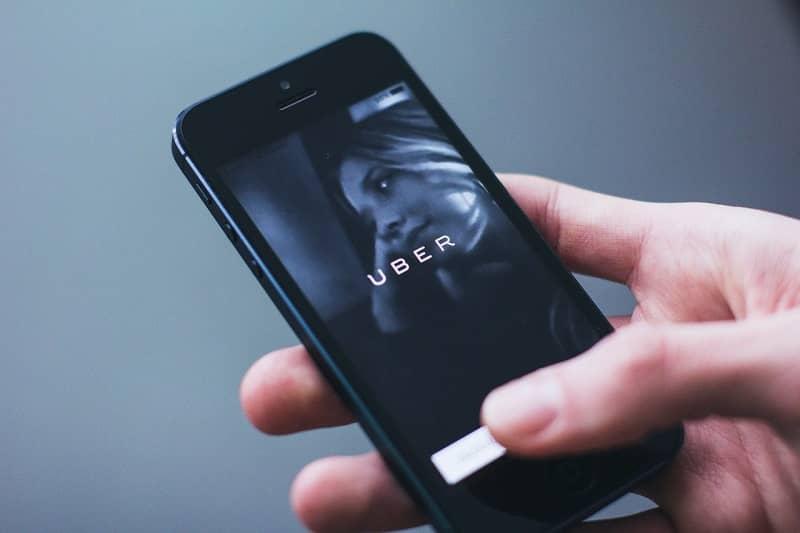 celular con imagen de uber